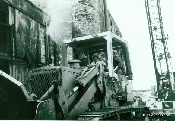 Hizzoner was a natural behind the controls of a front loader.